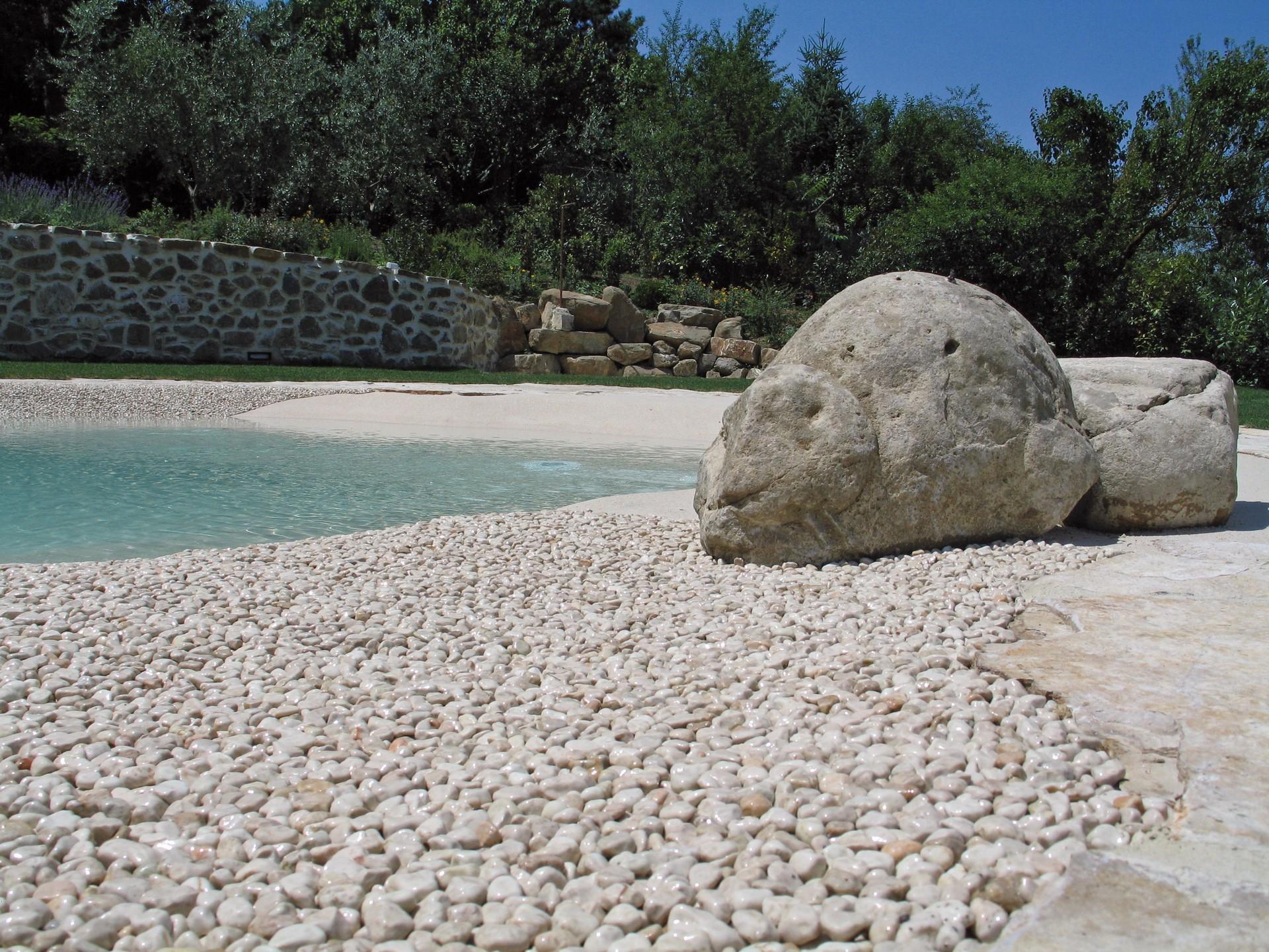 Particolare zona con elementi marmorei misti